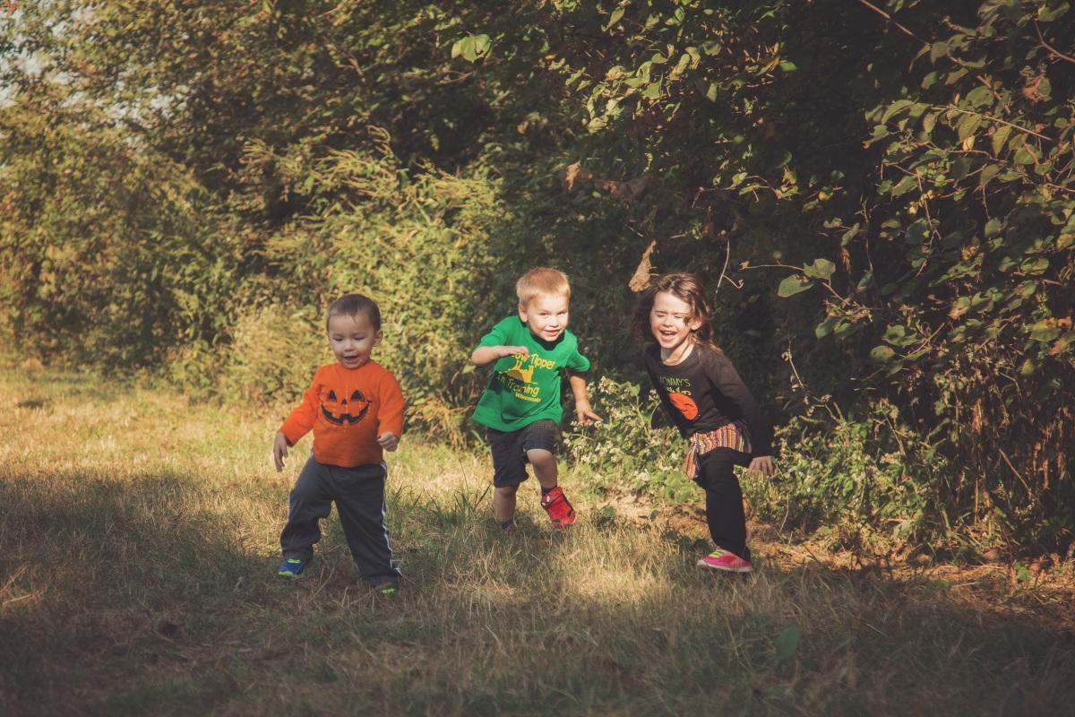 little kids running at pumpkin patch